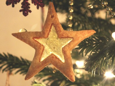 Stained Glass Christmas Star Biscuits – Great for Tree Decorations