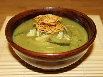 Spicy Thai Green Soup with Chicken and Crispy Noodles