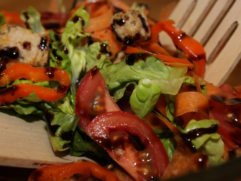 Crunchy Salad with Garlic Croutons and Sticky Balsamic glaze